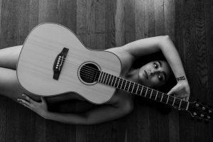 Guitar boudoir
